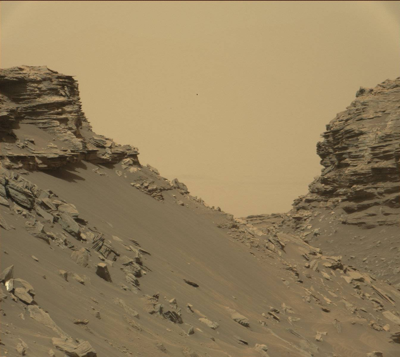 View from Mastcam on Curiosity showing sloping buttes and layered outcrops on lower Mount Sharp